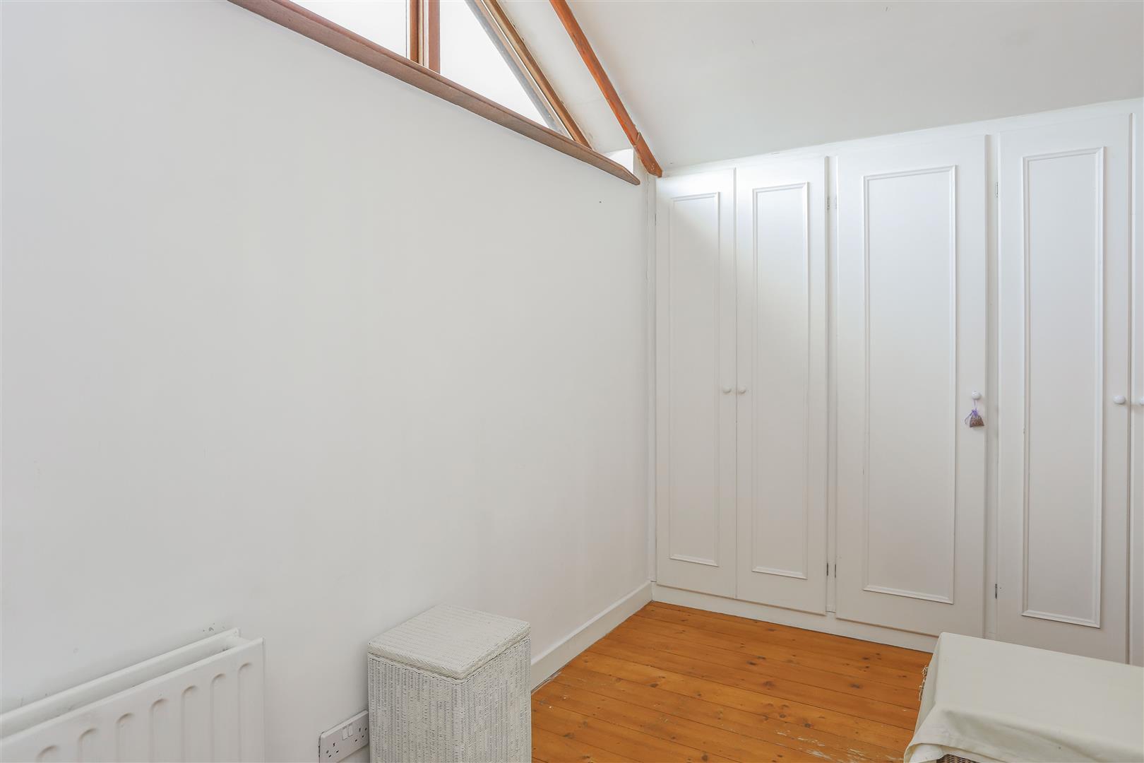 5 Bedroom Detached House For Sale - 25.JPG